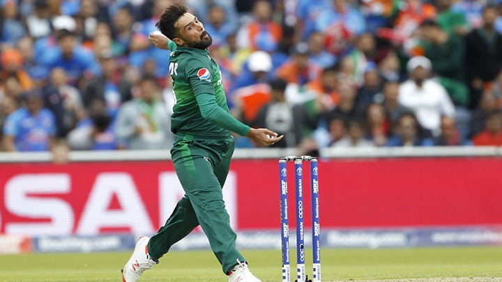 Pakistan bowler Mohammad Amir reckons he can get both Kohli and Sharma out