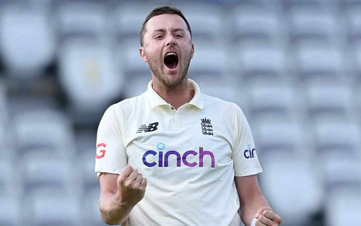 Ollie Robinson gets another fivefer as England obliterate India on day 4