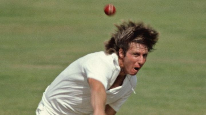 Jeff Thomson in action.