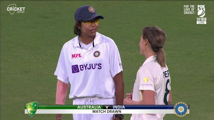 Jhulan Goswami and Ellyse Perry
