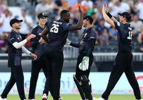 Carlos Brathwaite showing off his fielding skils in The Hundred