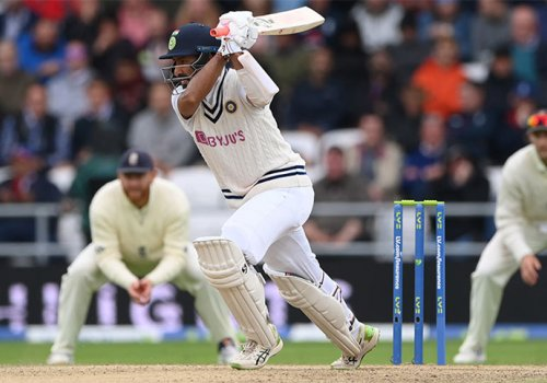 Che Pujara proving his worth once again for India at Headingley